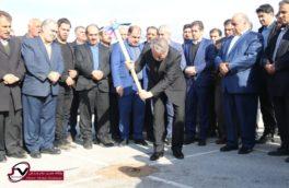 آغاز عملیات اجرایی ۱۵ چمن مصنوعی در محلات کم برخوردار کرمانشاه