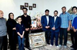 دیدار خبرنگاران ورزشی کرمانشاه با خانواده شهید مدافع سلامت